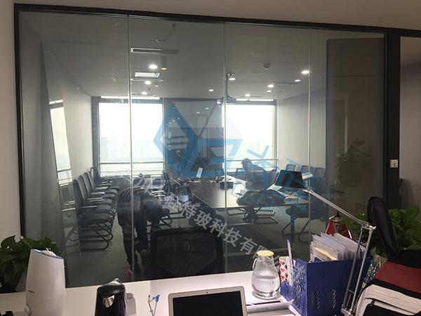 皇庭国际中心信达风基金办公室通电玻璃