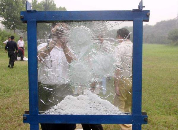 8+8+8防弹玻璃试验效果